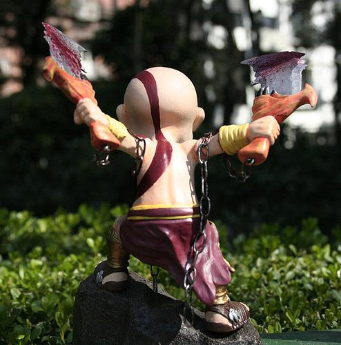 vinyl-figure-kratos-2
